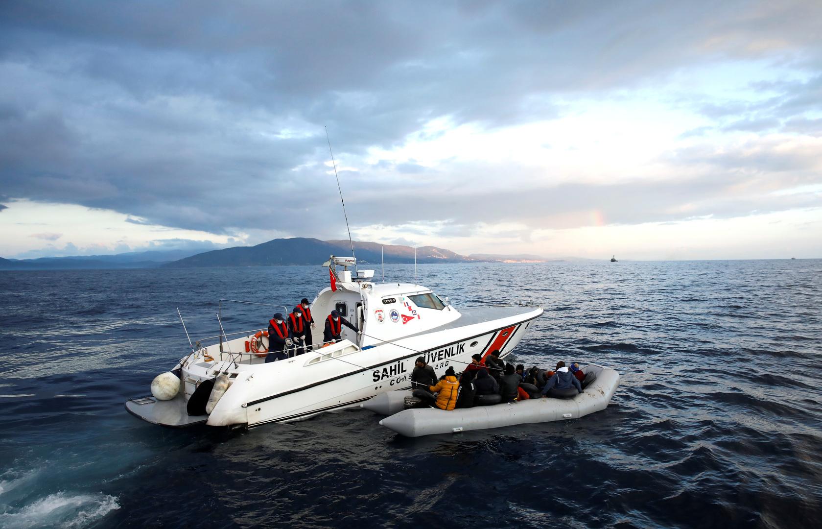 خفر السواحل التركي ينقذ مجموعة من المهاجرين غير الشرعيين