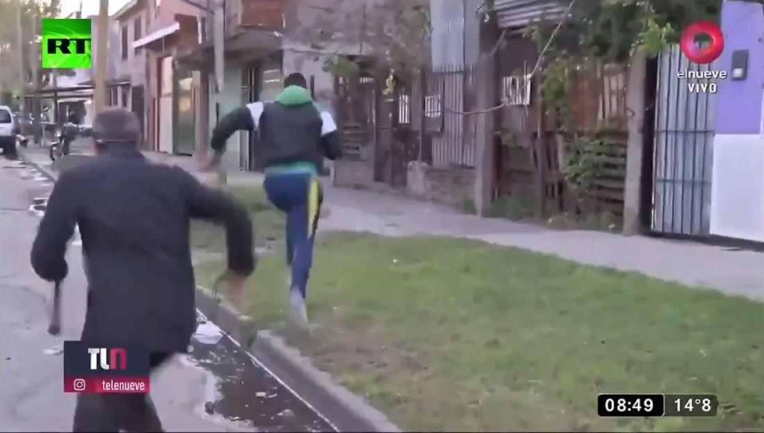 بالفيديو من الأرجنتين.. سرقة على الهواء مباشرة