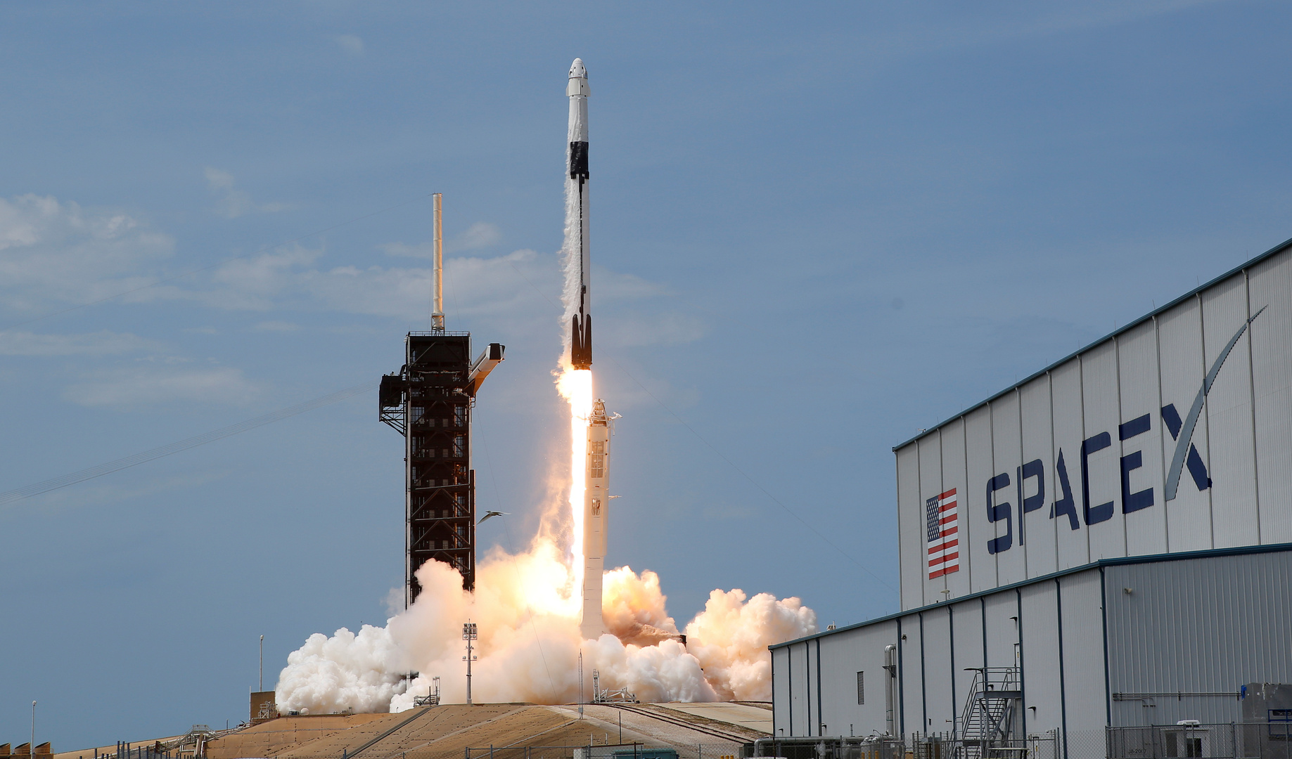 إطلاق صاروخ Falcon 9