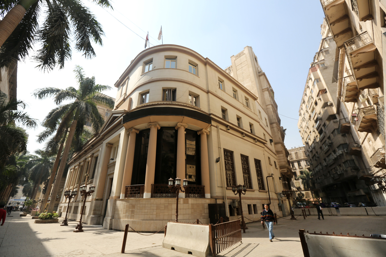 تراجع حاد في المؤشرات المصرية صباح الأحد