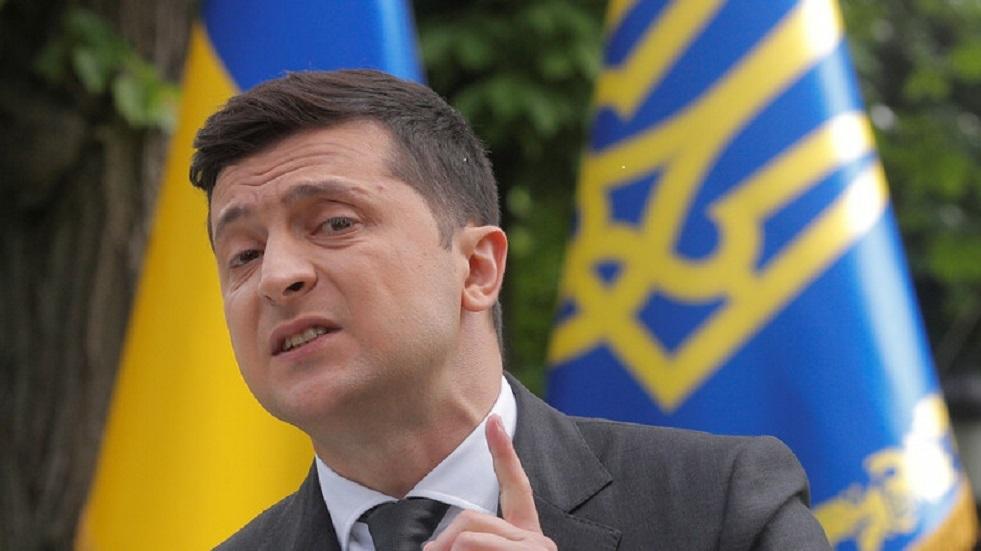 أوكرانيا.. فتاة بدون ملابس داخلية تحتج أمام رئيس البلاد