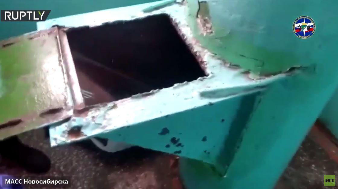 بالفيديو.. إنقاذ شاب علق في أنبوب رمي القمامة