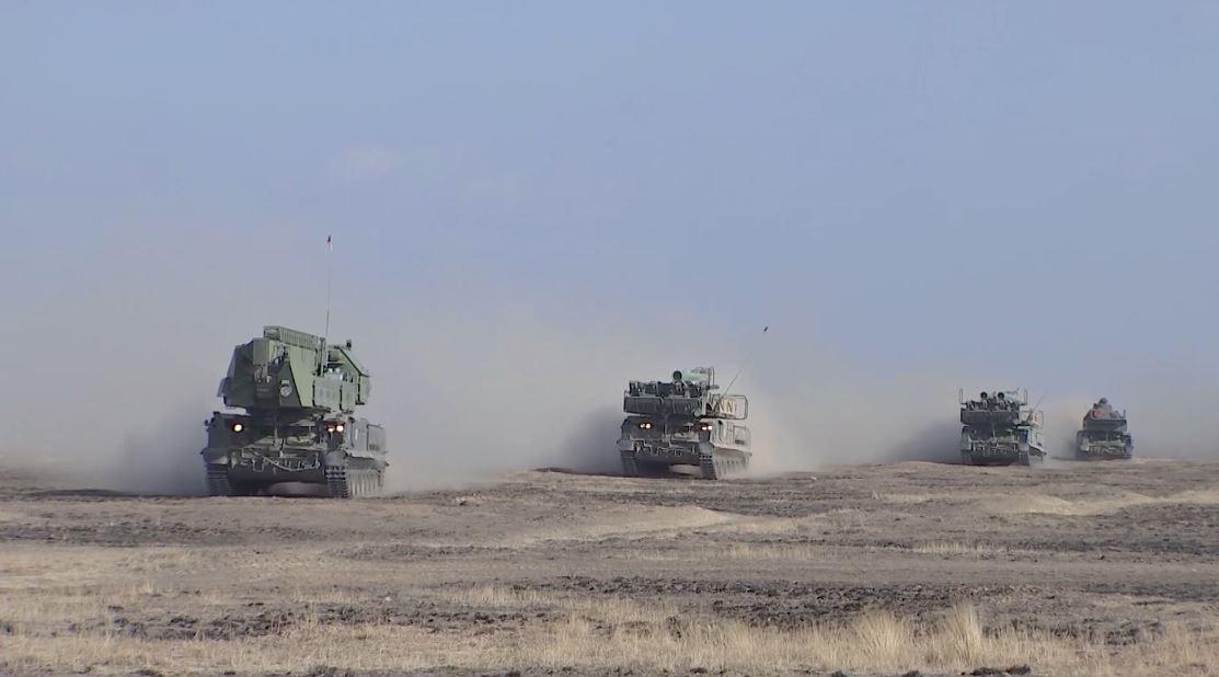 مشاهد نادرة من مناورات قوات الدفاع الجوي مع أحدث أسلحة روسية