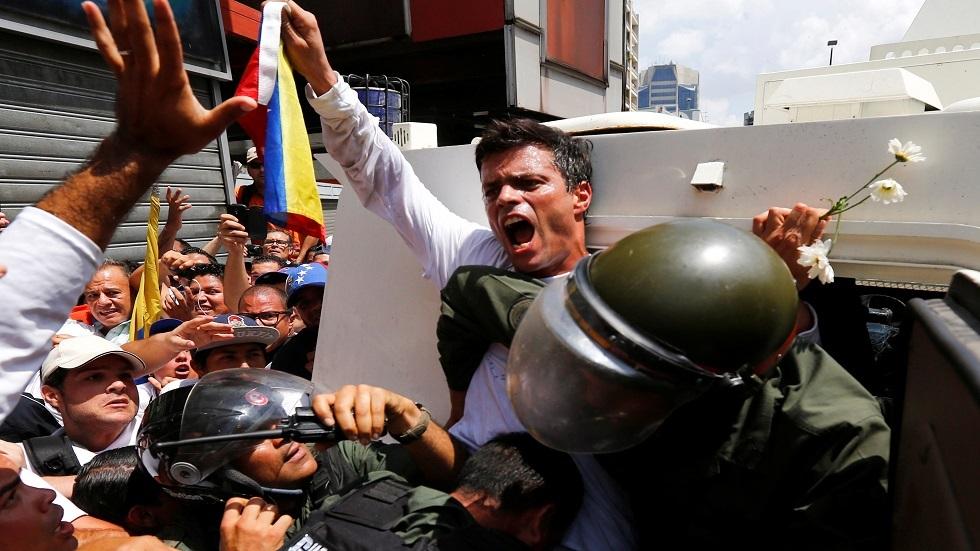 المعارض الفنزويلي ليوبولدو لوبيز اثناء اعتقاله - أرشيف