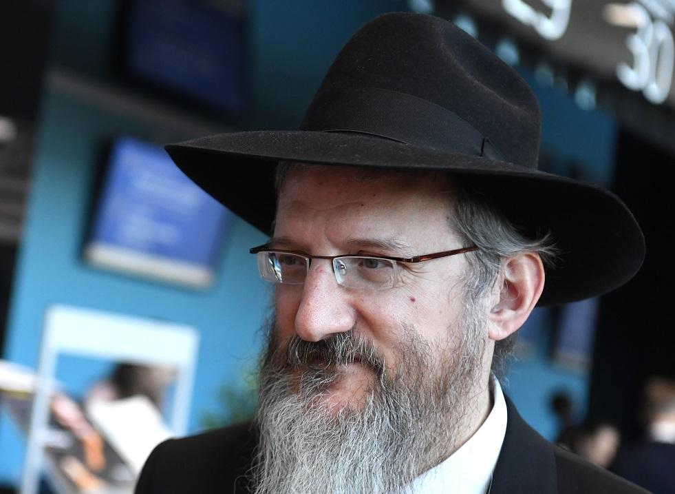 كبير حاخامات روسيا يقترح جعل يوم السبت عطلة لليهود في السجون