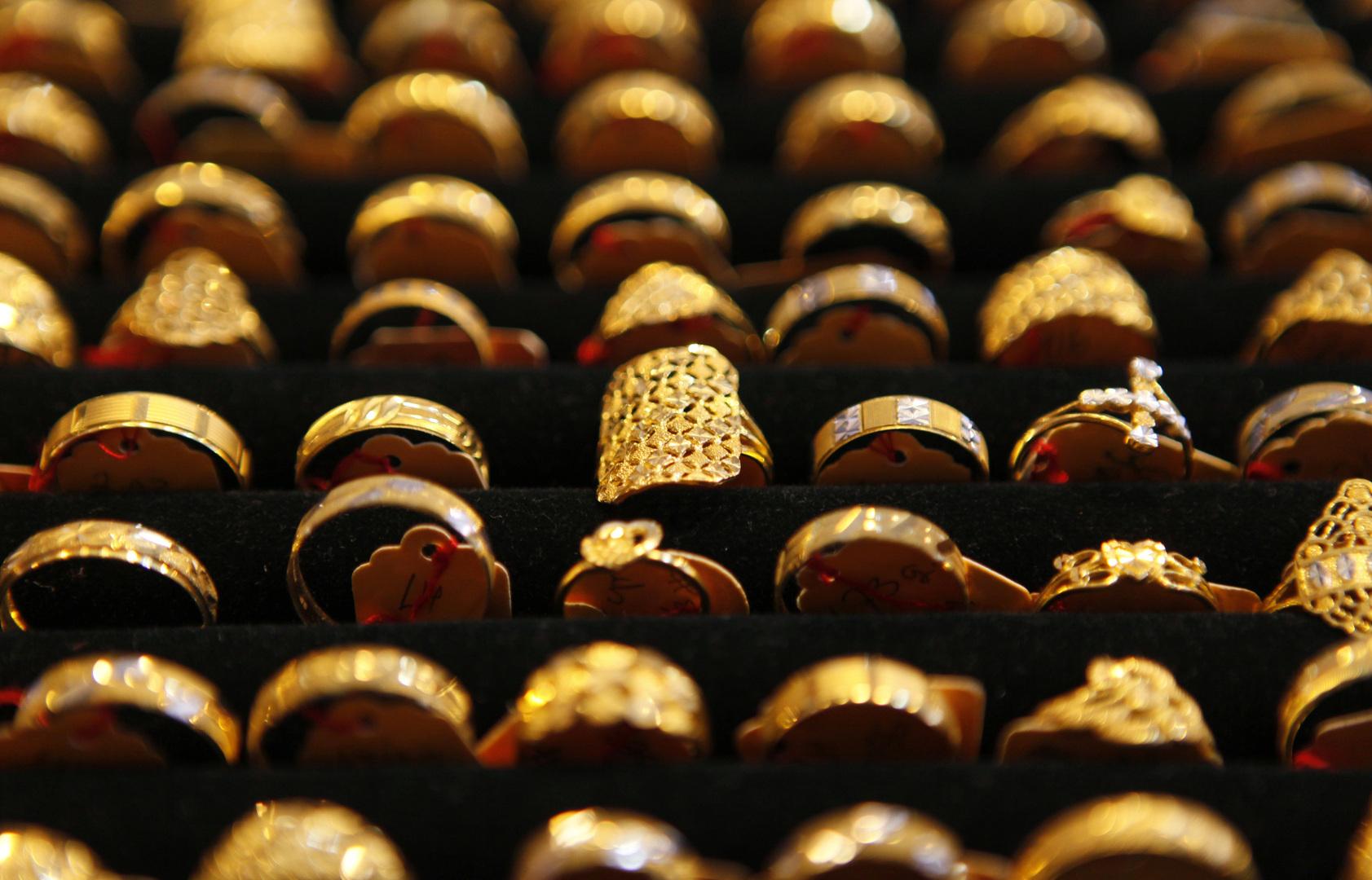 سعر أونصة الذهب يتراجع دون مستوى نفسي مهم