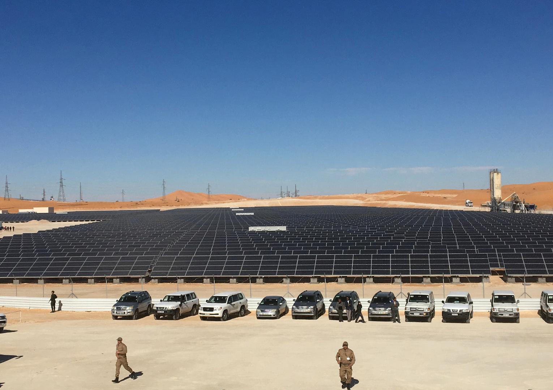 منصة لإنتاج الطاقة الشمسية في صحراء الجزائر. الصورة: أرشيف.