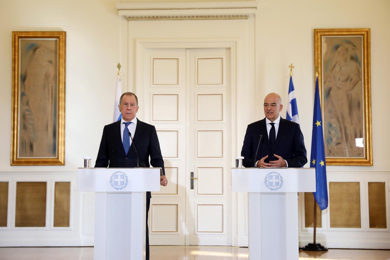 وزير الخارجية اليوناني، نيكوس ديندياس، ونظيره الروسي، سيرغي لافروف (أثينا، 26 أكتوبر 2020).