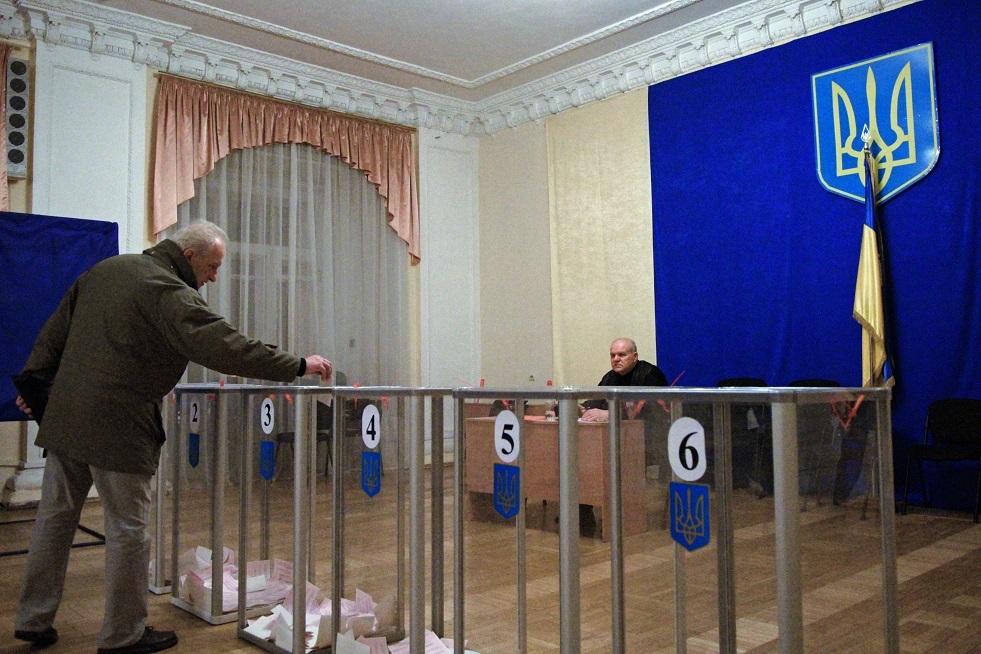 هزيمة كارثية لحزب زيلينسكي بالانتخابات في أوكرانيا