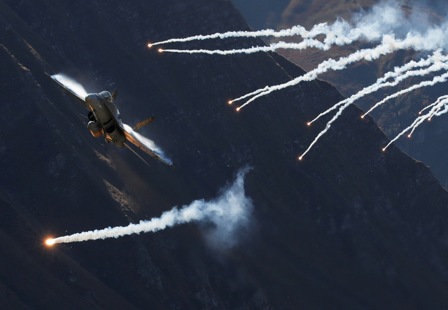 البنتاغون: نعمل على تطوير صواريخ فرط صوتية لمقاتلات