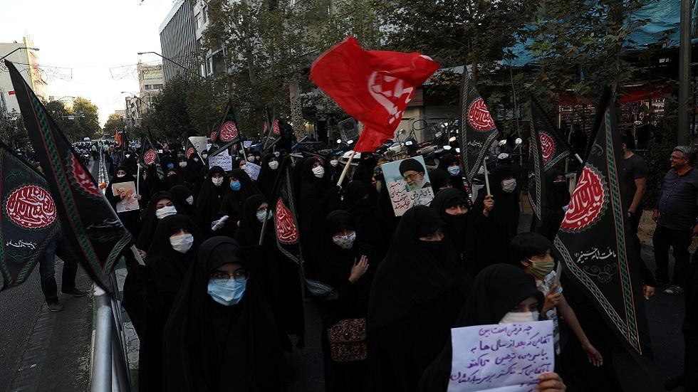 احتجاج على نشر رسوم كاريكاتورية مسيئة للنبي محمد أمام السفارة الفرنسية في طهران (صورة أرشيفية)