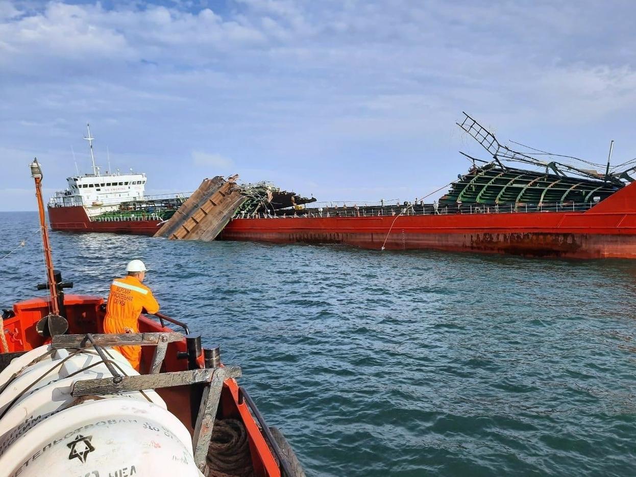 إعلان مصرع 3 أشخاص بحادث انفجار ناقلة النفط الروسية مؤخرا