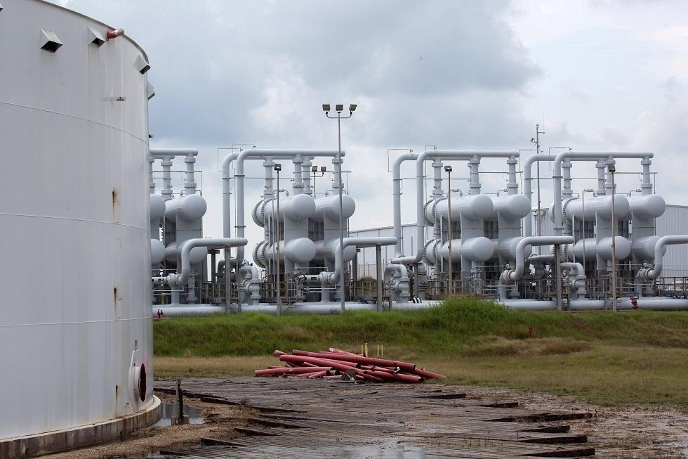 قفزة بمخزون الخام الأمريكي وتراجع الوقود