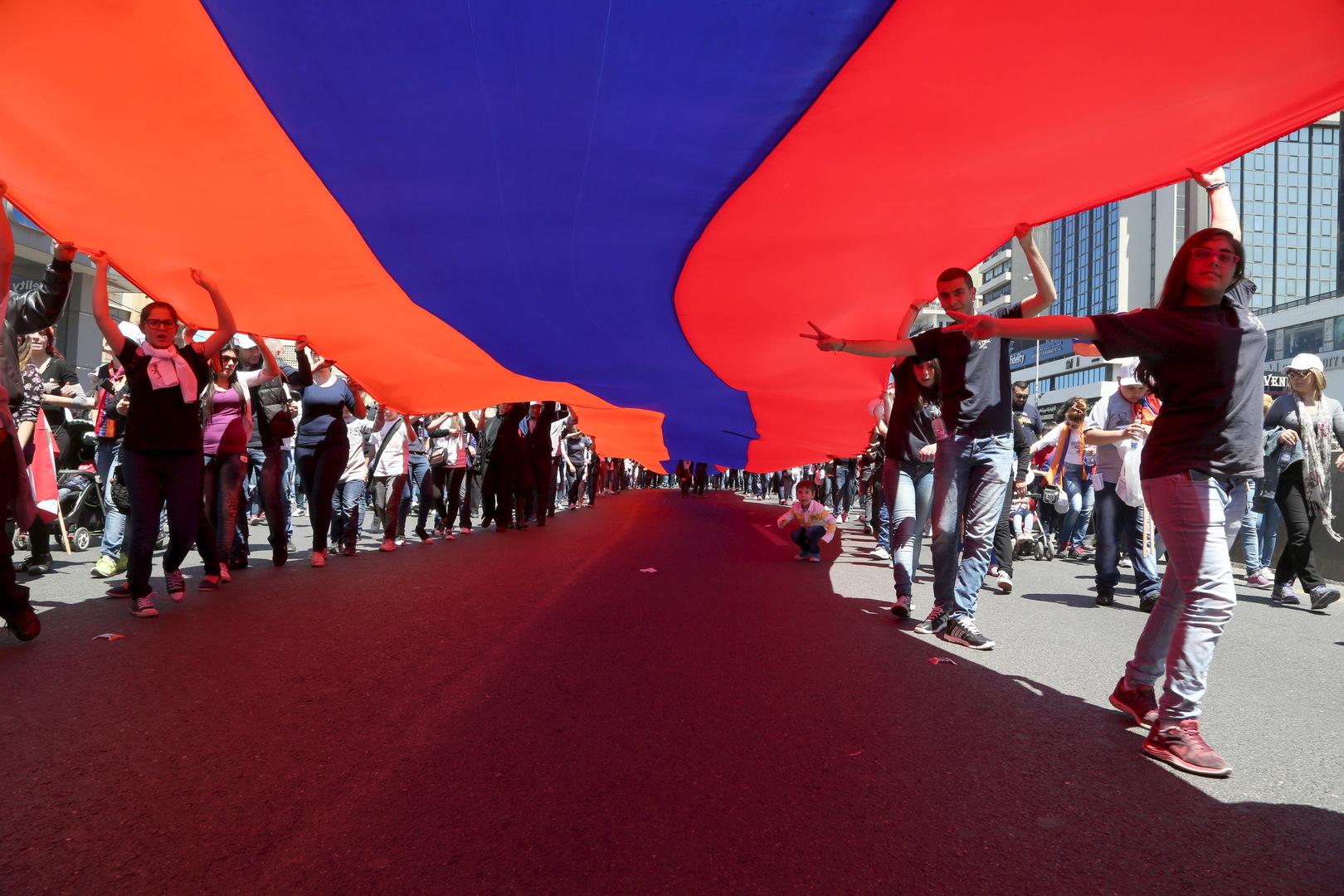 تركيا تدين حرق صور أردوغان والعلم التركي خلال تظاهرة أرمنية في لبنان