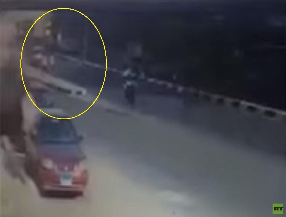 مصر.. انقلاب حافلة مدرسية بمدينة نصر (فيديو)