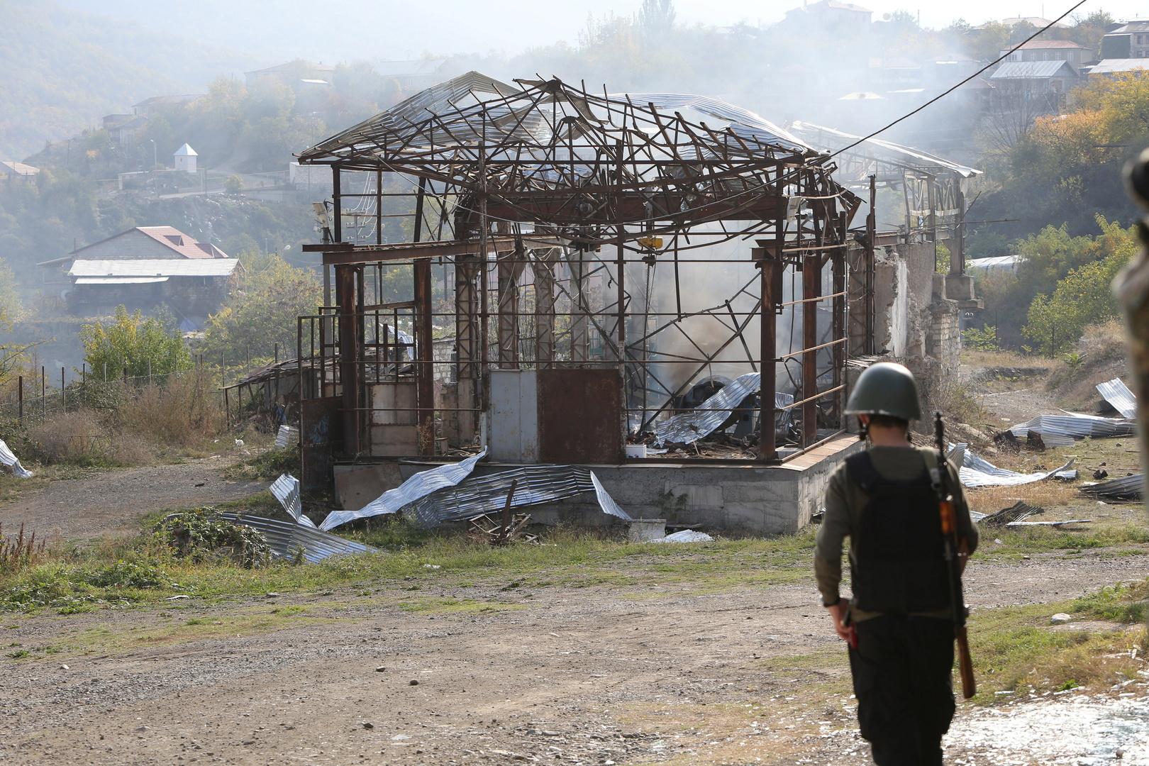باكو تسلم عشرات الجثث لعسكريين أرمن إلى يريفان بوساطة روسية