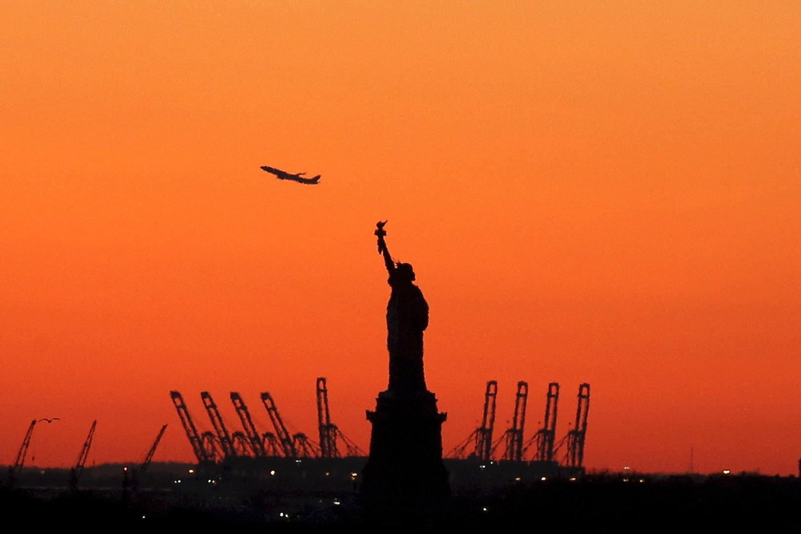 للمرة الثانية خلال أسبوعين..استجواب صحفي من فريق RT في مطار نيويورك