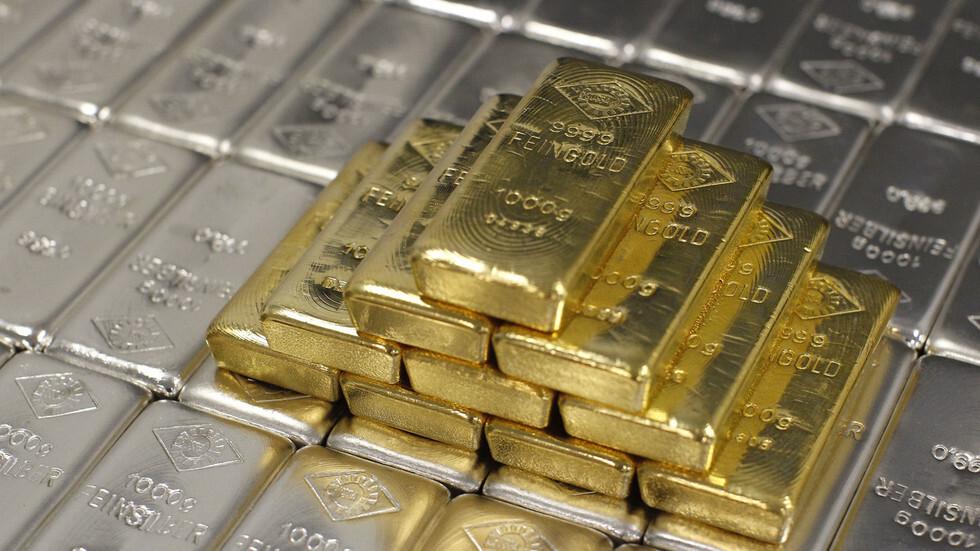 الذهب يصعد مع انخفاض الدولار