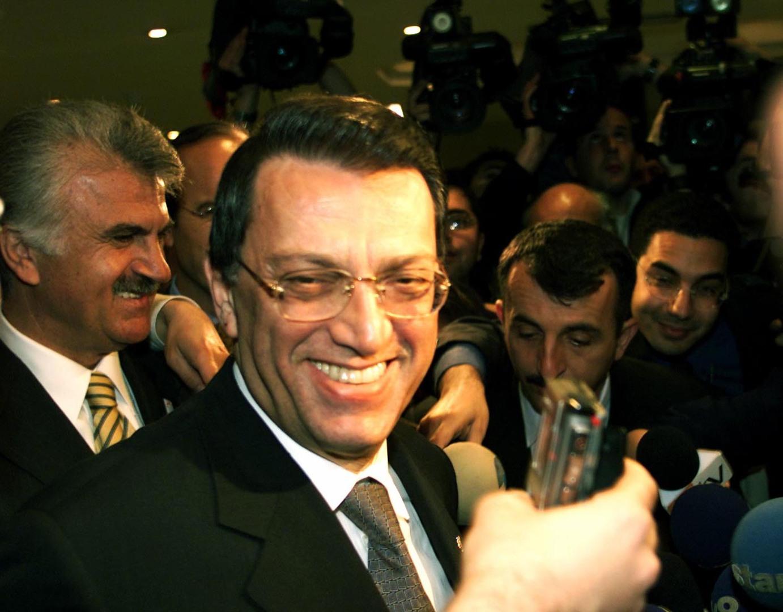 وفاة رئيس الوزراء التركي الأسبق