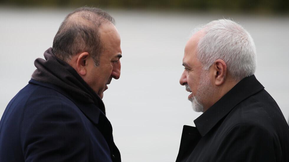 ظريف يعزي تشاووش أوغلو ويعرض إرسال مساعدات إيرانية لتركيا