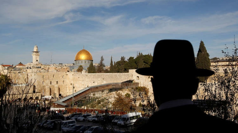 أمريكي مولود في القدس يصبح أول من يدرج