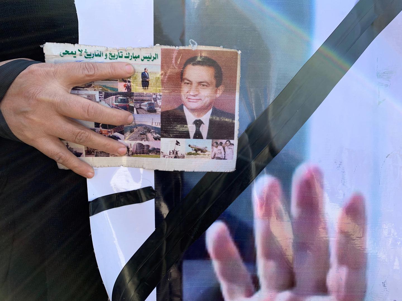 علاء مبارك ينشر فيديو لوالده ينتقد فيه الإساءة للنبي محمد