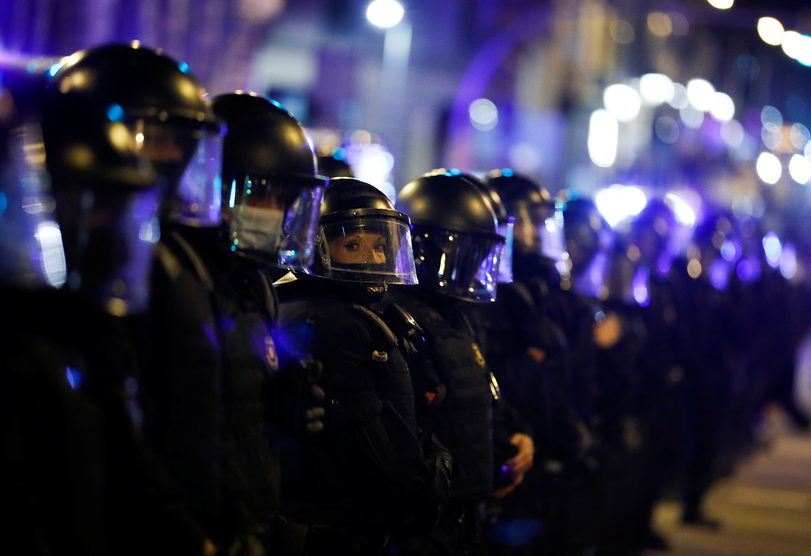 عناصر من الشرطة في إقليم كتالونيا الإسباني