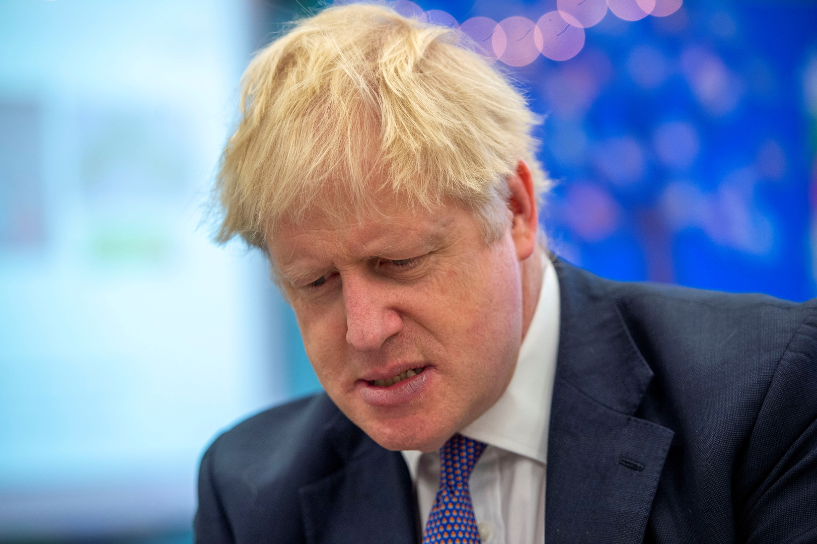 مصدر حكومي: جونسون يدرس فرض حجر صحي عام في بريطانيا لمدة شهر