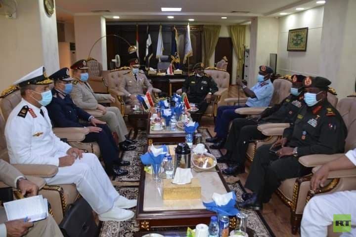 رئيس أركان الحرب المصري يجري مباحثات في السودان (صور)