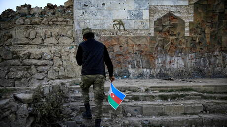 بالفيديو.. القوات الأذربيجانية تسيطر على جسر حدودي عريق مع إيران