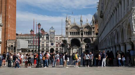 إيطاليا تسجل ارتفاعا قياسيا جديدا للإصابات بفيروس كورونا