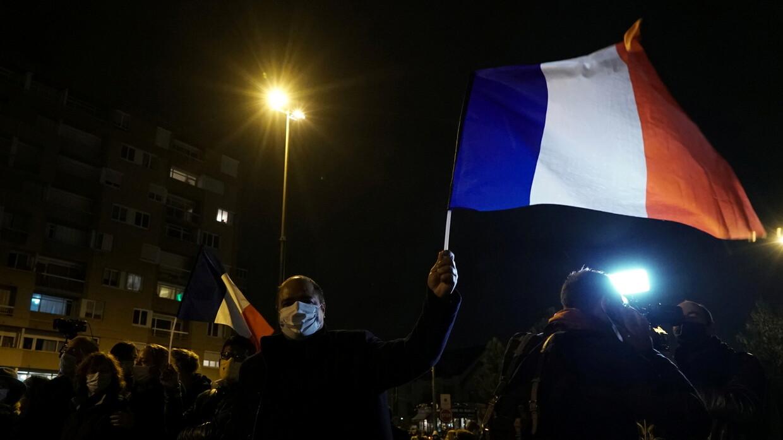بعد تعرض حارس أمن للطعن بسكين السفارة الفرنسية بالسعودية تدعو رعاياها لاتخاذ أقصى درجات الحيطة والحذ