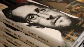 محكمة أمريكية تطالب سنودن بدفع 5.2 مليون دولار بسبب نشر كتابه