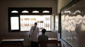 تحرك عاجل بعد واقعة مشاهدة أفلام إباحية على شاشات مدرسة مصرية