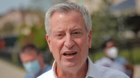 رئيس بلدية نيويورك يرد على وصف ترامب مدينته بـ