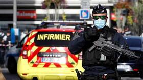 بعد هجوم نيس.. الشرطة الفرنسية تقتل رجلا مسلحا بسكين في أفينيون