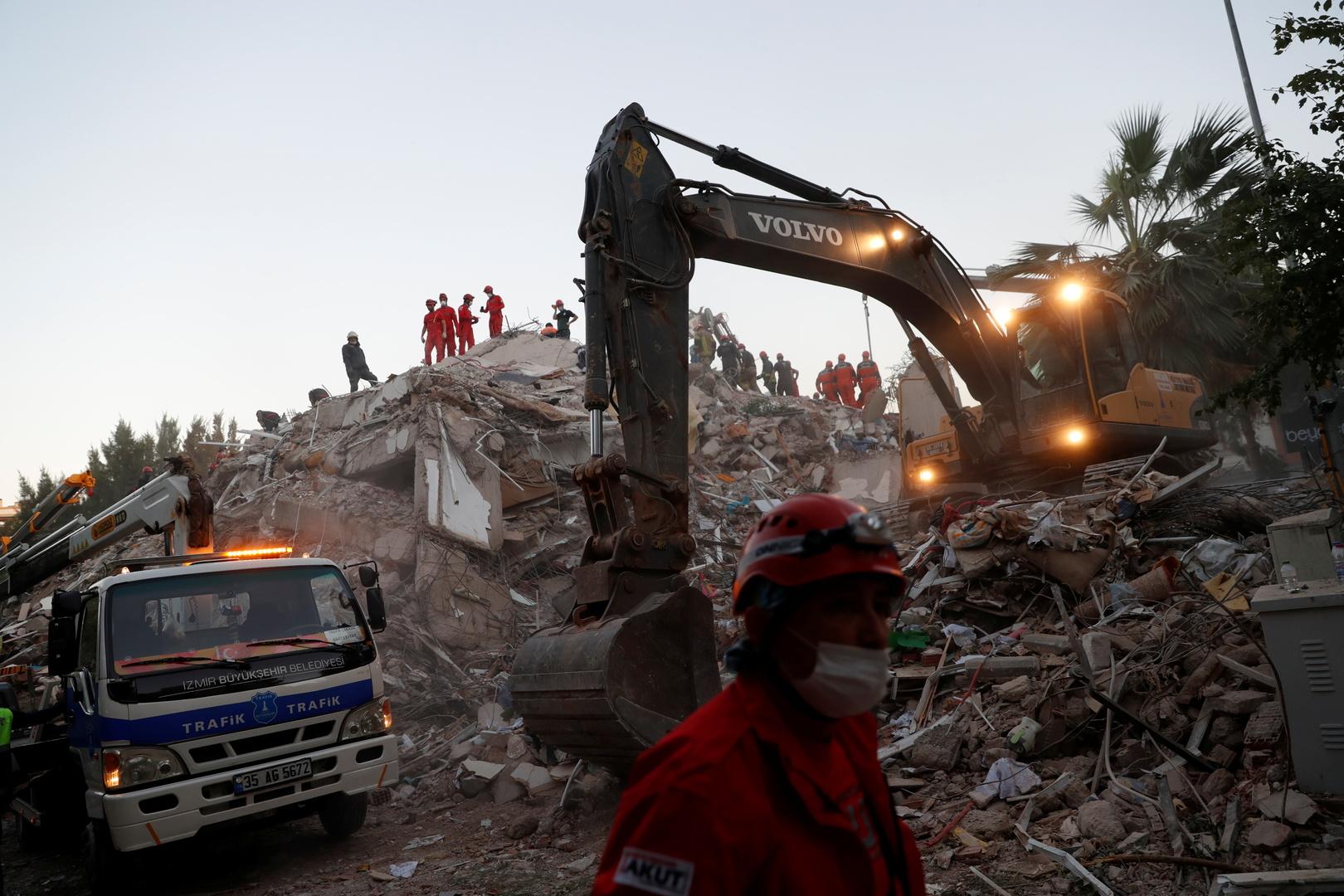 ارتفاع عدد قتلى زلزال إزمير في تركيا إلى 43 شخصا مع استمرار عمليات البحث والإنقاذ