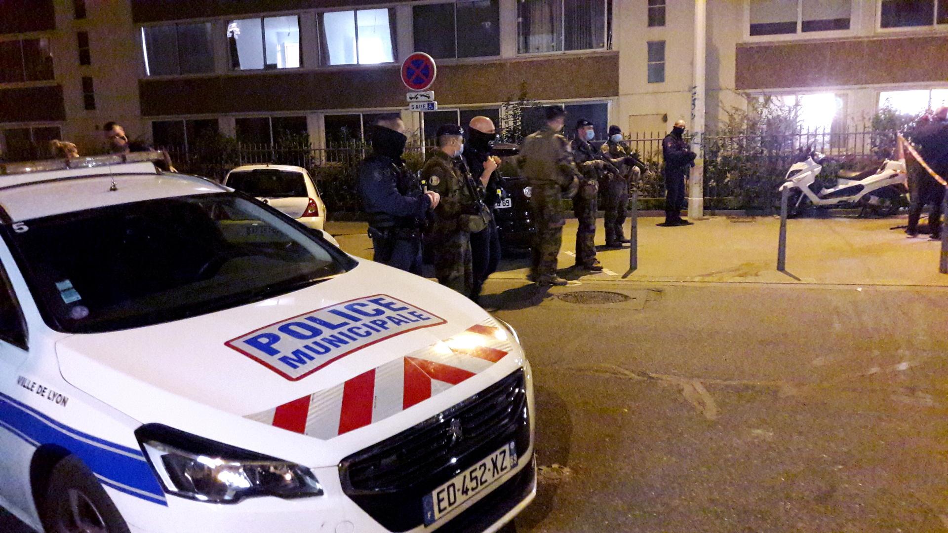 السلطات الفرنسية تخلي سبيل رجل محتجز على خلفية هجوم ليون