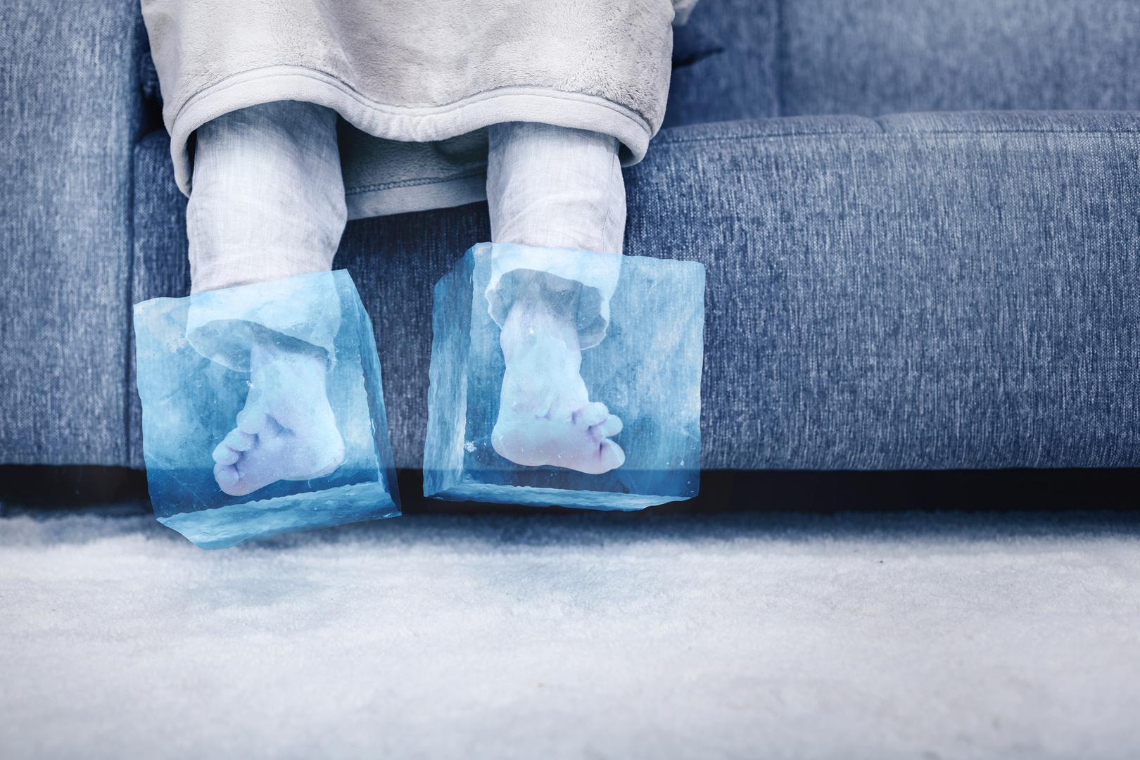 حالات مرضية كامنة قد تكون وراء برودة القدمين المستمرة