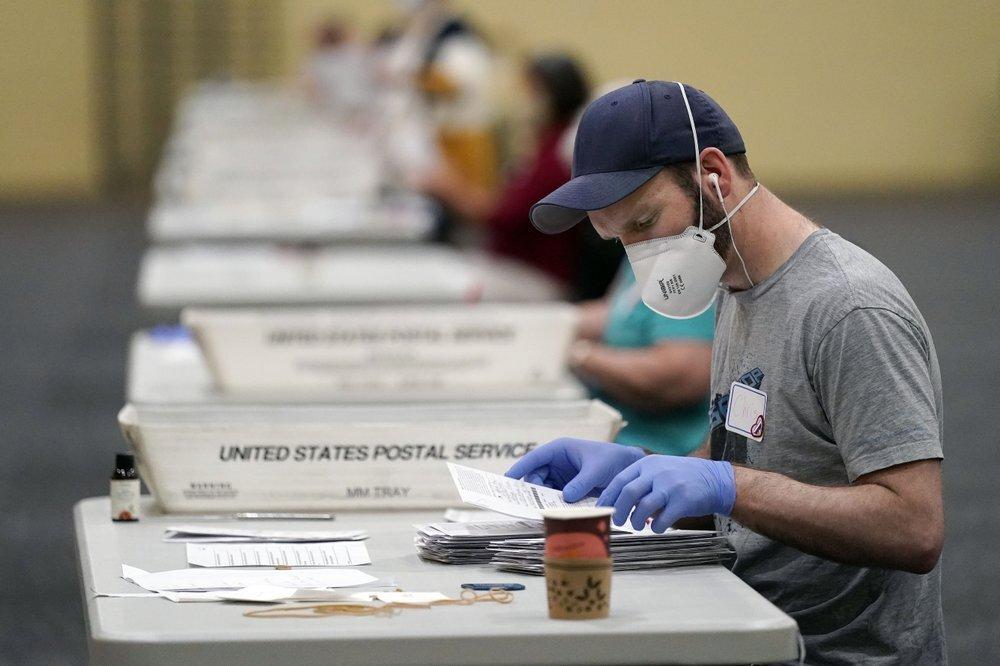 بايدن يلاحق ترامب في جورجيا واشتداد التنافس بينهما في بنسلفانيا وأريزونا