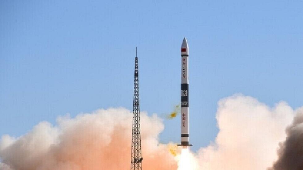 الصين تطلق 13 قمرا صناعيا بصاروخ واحد