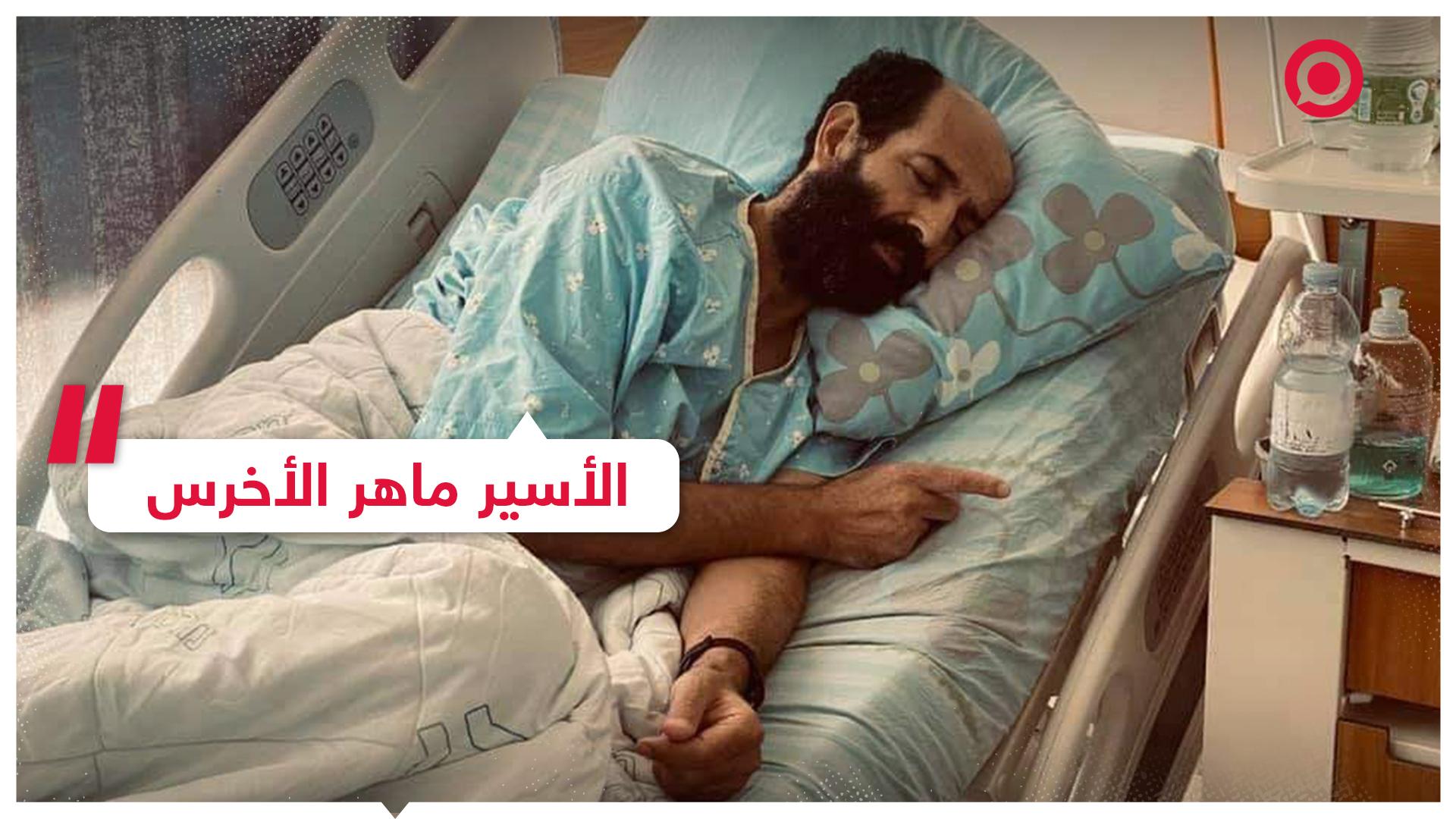 الأسير الفلسطيني ماهر الأخرس يتناول الطعام من أيدي أطفاله لأول مرة بعد 104 يوما على الإضراب