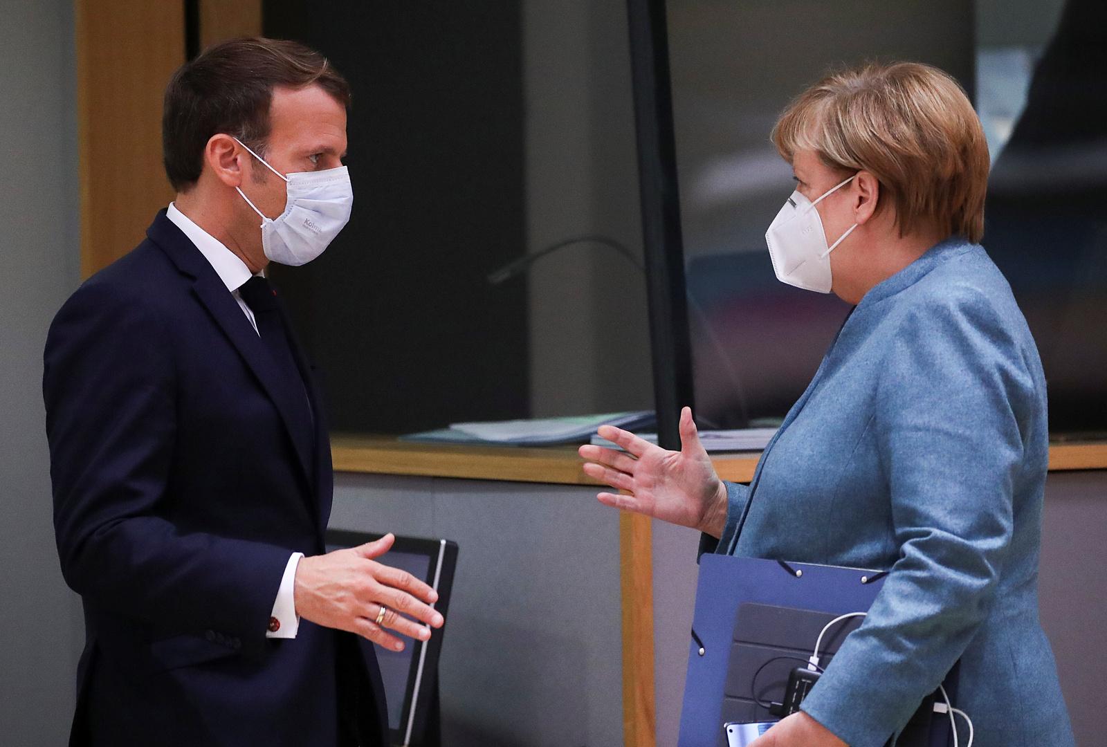 ماكرون وميركل وزعماء أوروبيون يبحثون مبادرة للتصدي