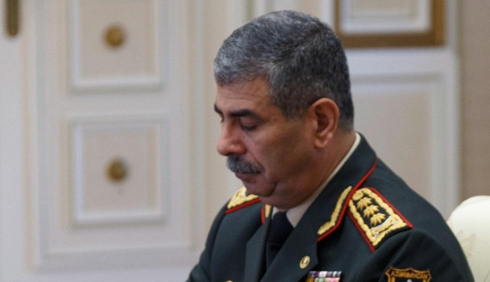 وزير دفاع أذربيجان يوجه برقية تعزية لنظيره الروسي في ضحيتي المروحية