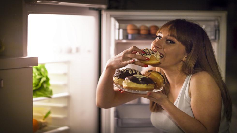 تناول الطعام في وقت متأخر من الليل لا يسبب زيادة الوزن!