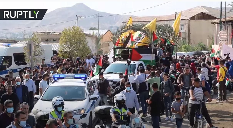 المئات يشاركون في تشييع صائب عريقات في أريحا