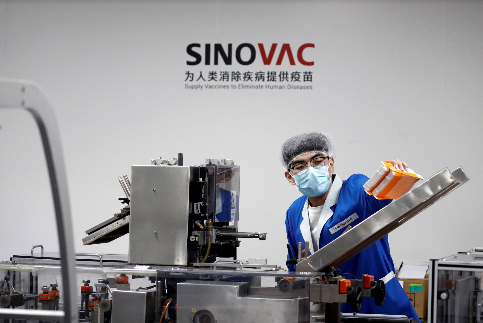 بكين تعلق على استئناف التجارب على اللقاح الصيني في البرازيل