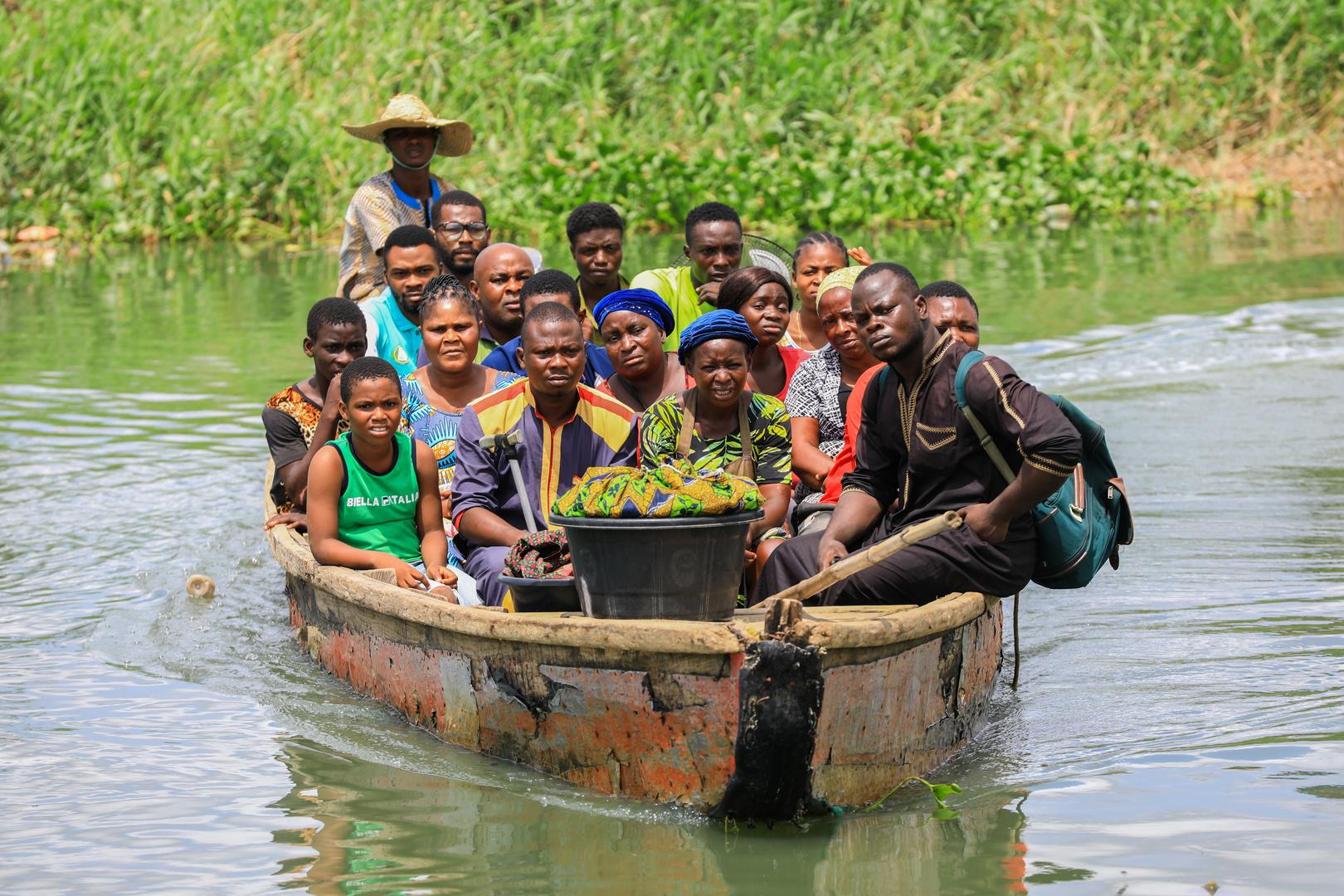 مصرع 18 شخصا جراء انقلاب قارب في نيجيريا