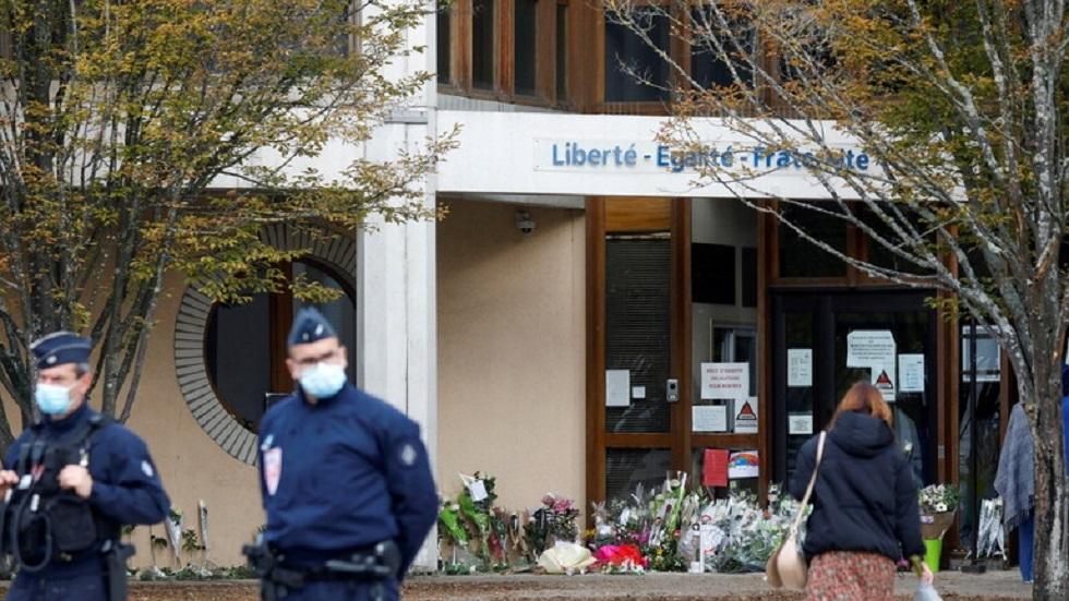 موقع قتل مدرس تاريخ بضاحية كونفلانس سانت أونورين شمال باريس