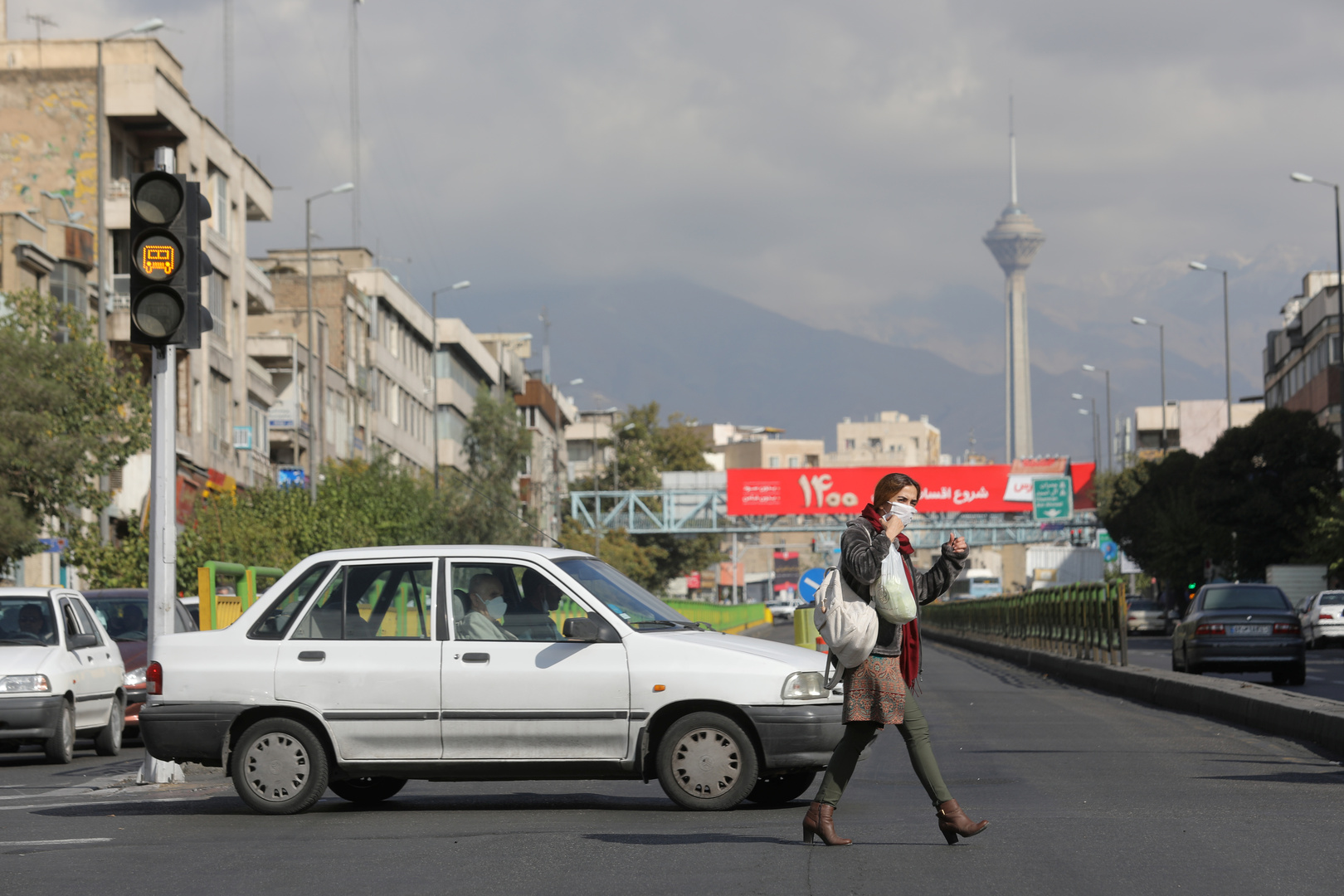 بقفزة قياسية جديدة.. إصابات كورونا اليومية في إيران تتخطى لأول مرة الـ12 ألفا